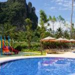 la piscina dell'hotel in Tailandia