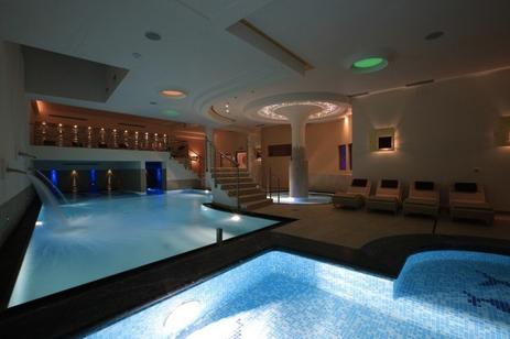 Hotel dolce avita andalo trentino bambini con la valigia - Hotel folgaria con piscina ...