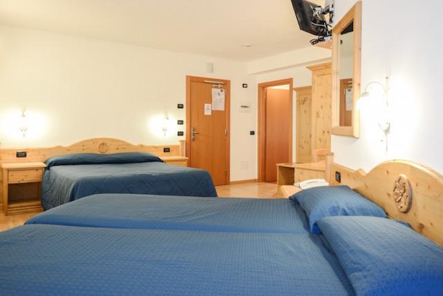 Camera quadrupla hotel abete bianco