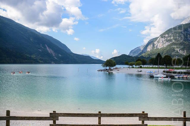 lago Molveno visino Andalo in estate