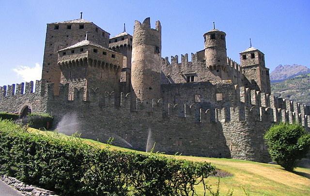 castello fenis va d'aosta con bambini