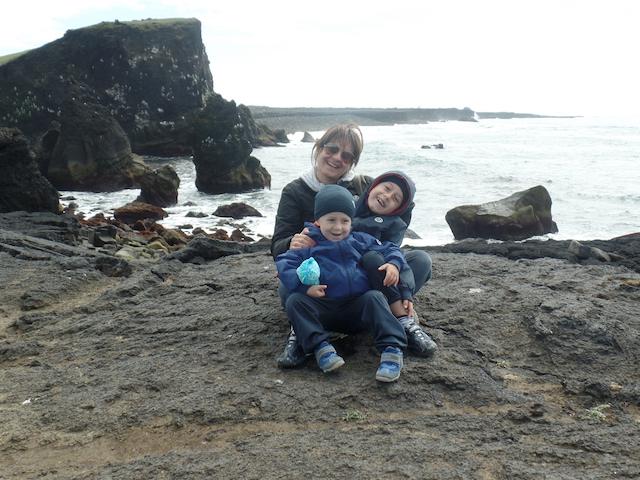La costa dell'Islanda con bambini
