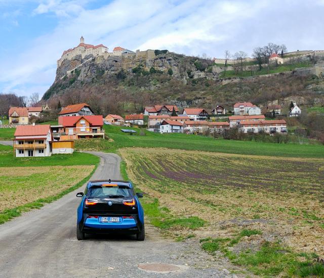 Riegersburg con auto elettrica