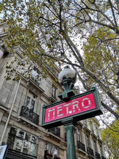 ingresso metro parigi