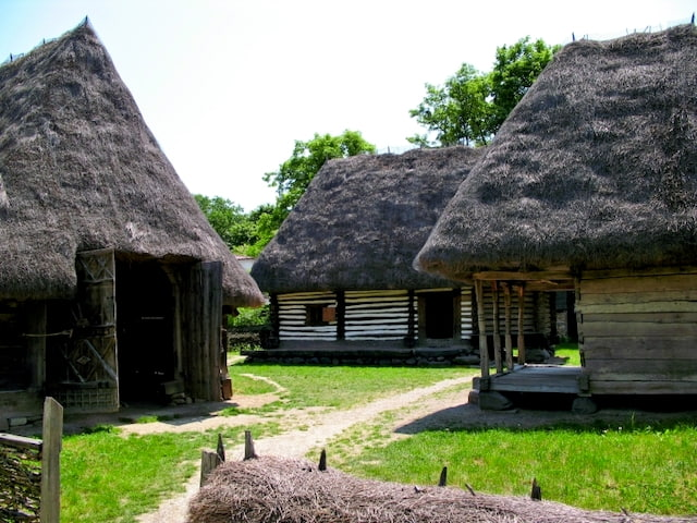 bucarest museo villaggio