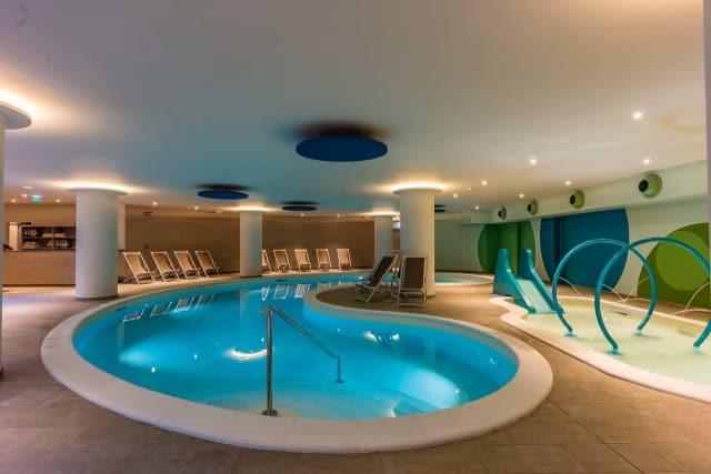 hotel con piscina interna per bambini sul Garda