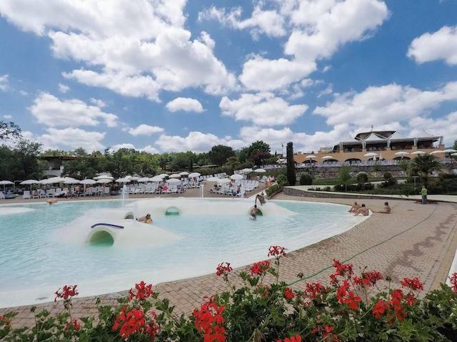 piscine Norcenni Village weekend Toscana