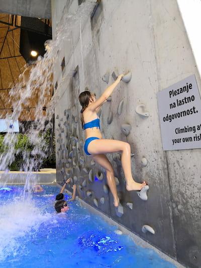 parete arrampicata piscina