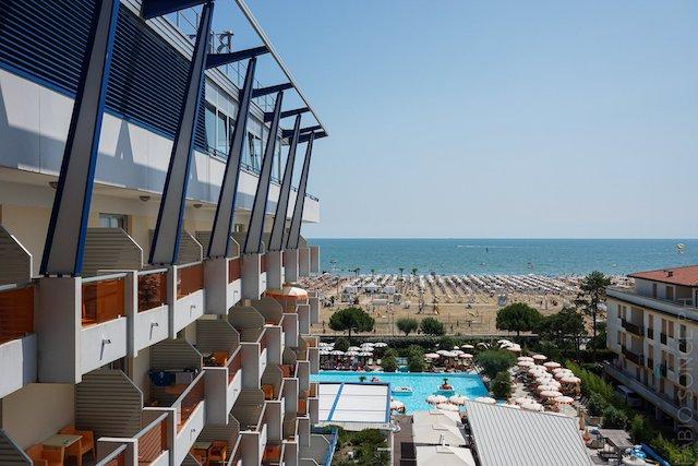 Hotel con piscina sul mare a Bibione