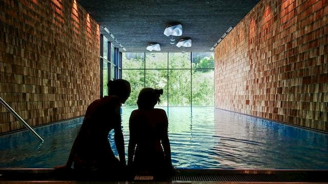 Hotel con piscina interna