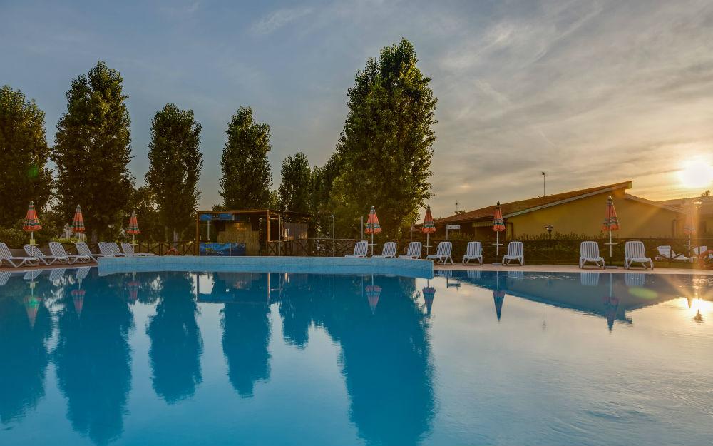 piscina azzurra villaggio Follonica
