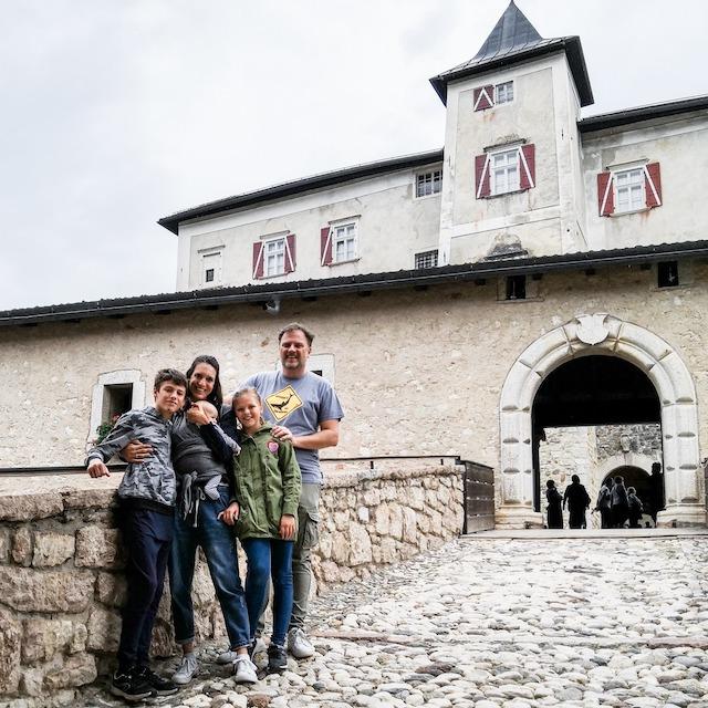 Bambiniconlavaligia a Castel Thun in Trentino