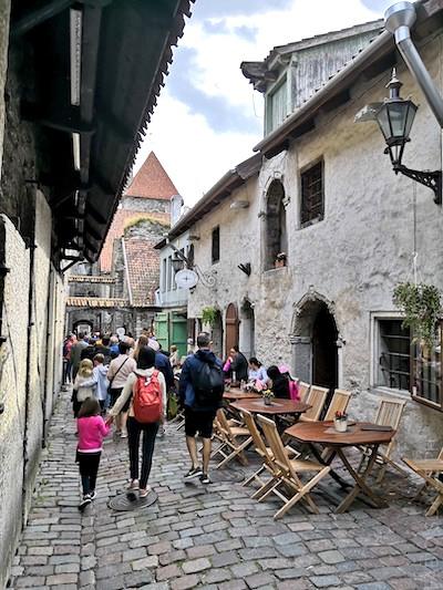 Tallinn centro storico con bambini
