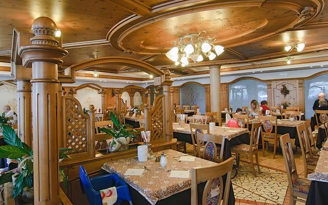 sala ristorante hotel La Perla