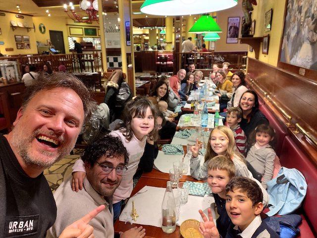 cena di gruppo a Parigi