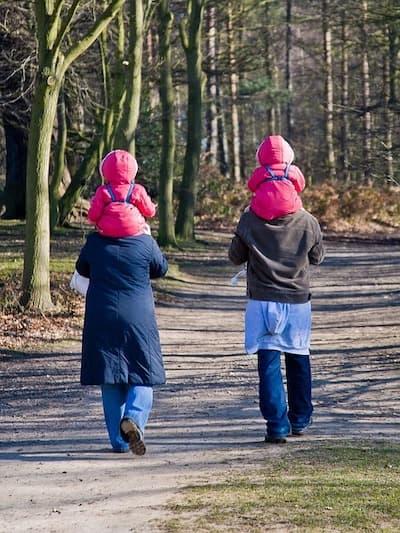 genitori e gemelle