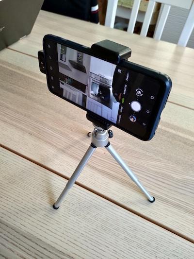 treppiede per video con smartphone