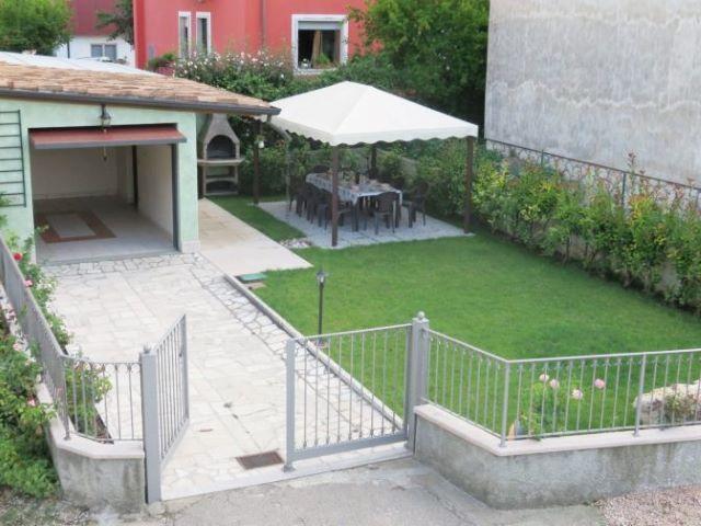 giardino casa vacanze sul Garda