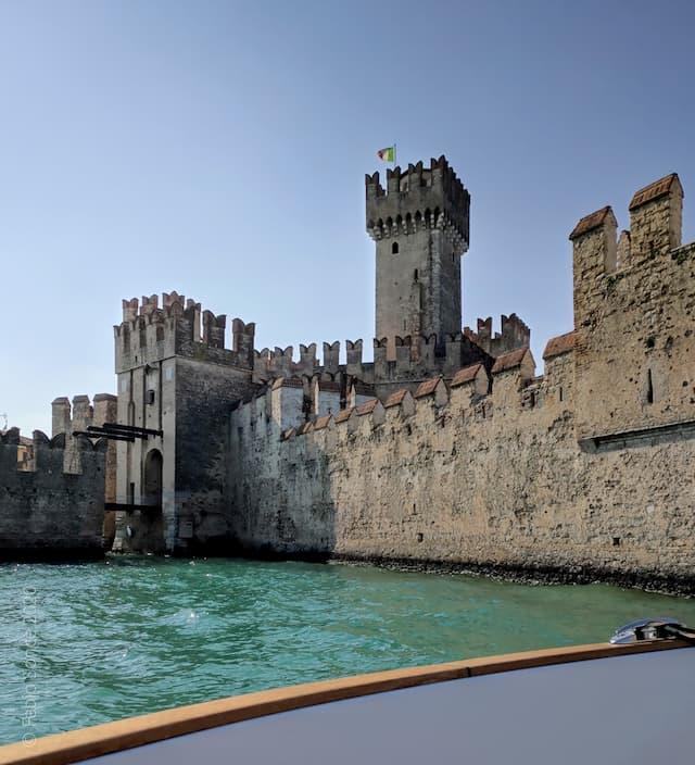 castello di Sirmione dal motoscafo