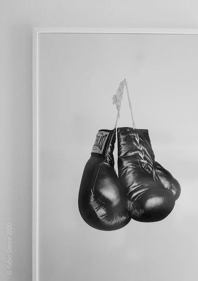 poster guantoni boxe bianco e nero