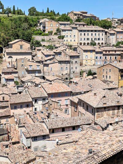la cittadina di Urbino dall'alto