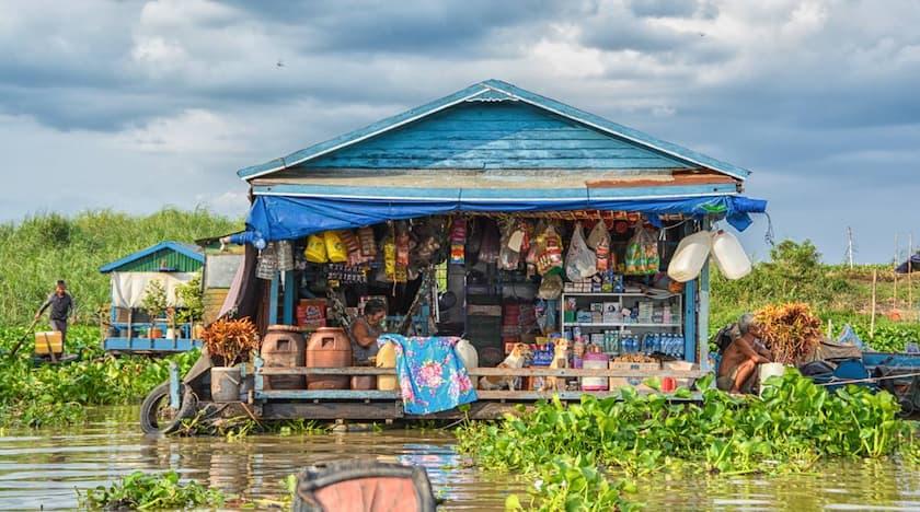 negozio galleggiante in Cambogia