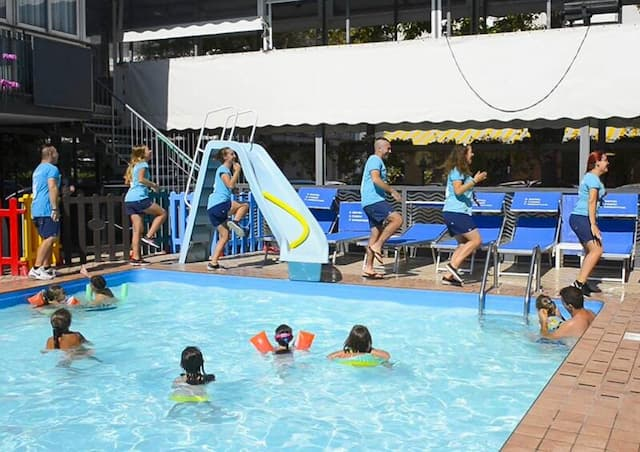 piscina animazione