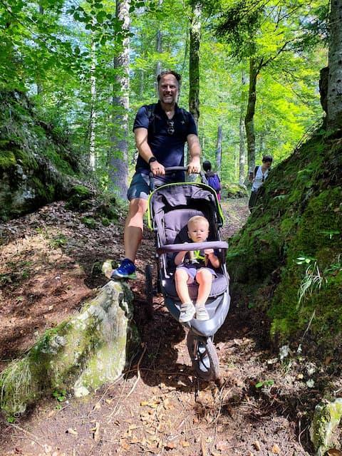passeggino da trekking in montagna